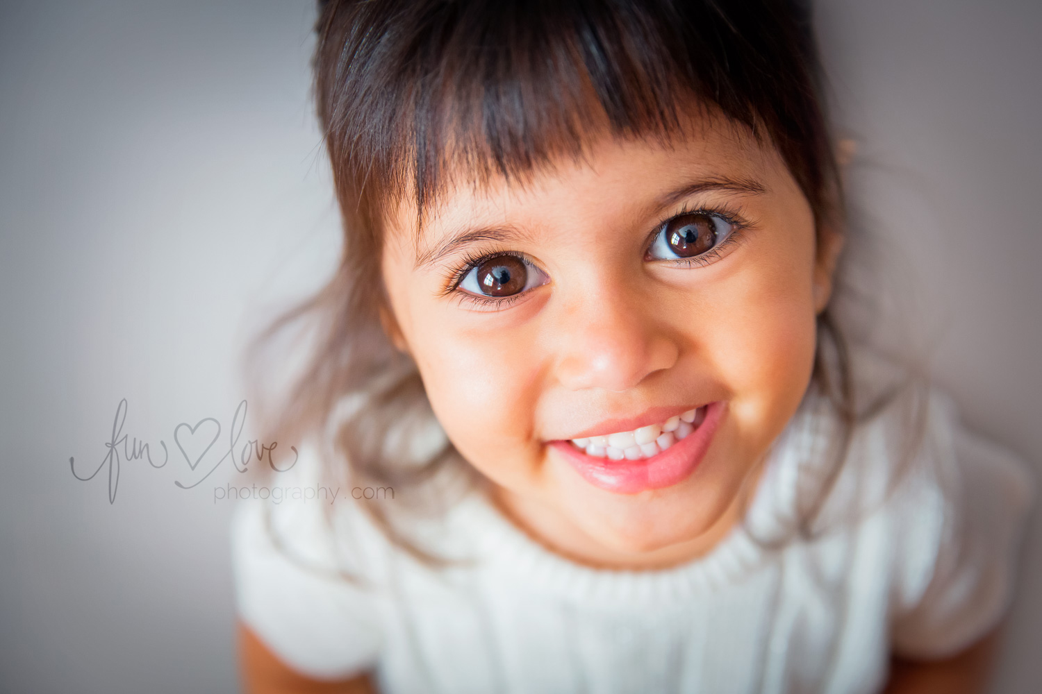 Tilt your child's gaze slightly upward to make sure there are catchlights in the eyes.