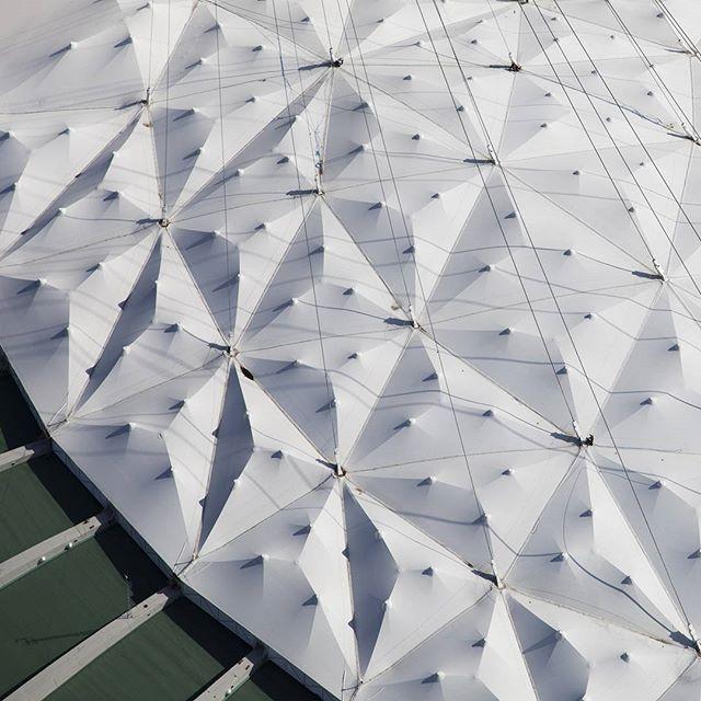 Relief artificiel / Toile du stade olympique de Montréal #aerialview #mtl #1976 #architecture