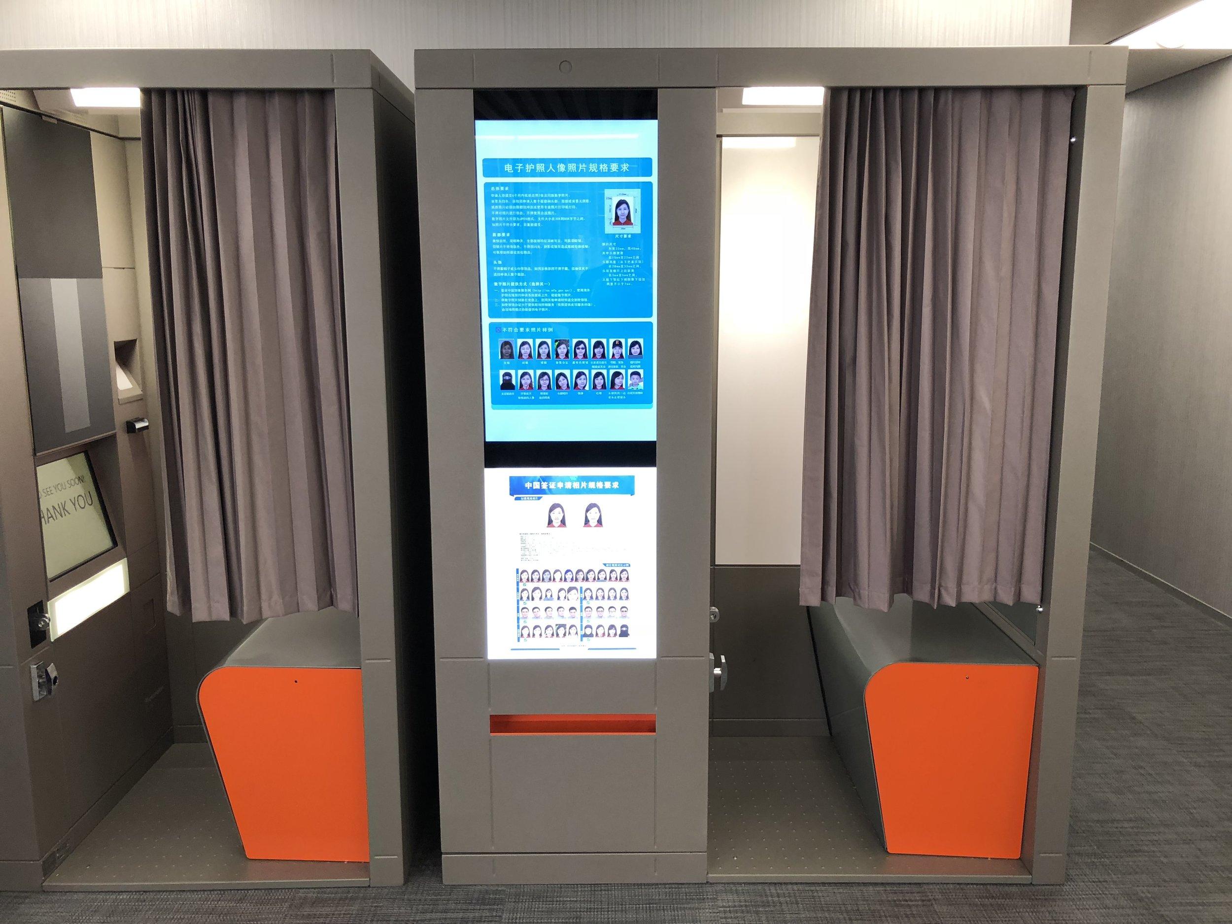 Der Fotoautomat gibt kein Wechselgeld, 50 HKD mitbringen!