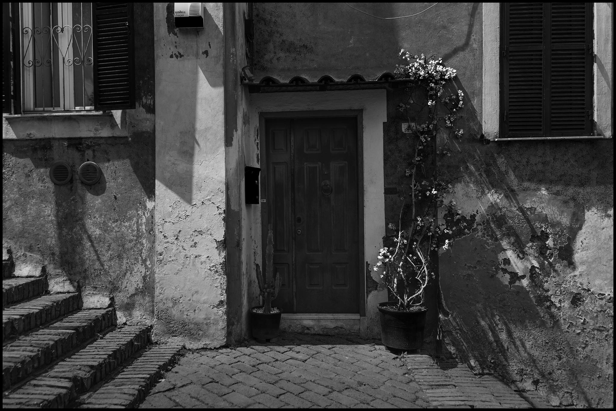 6 June 2019 - Door and stairs, Rome IT