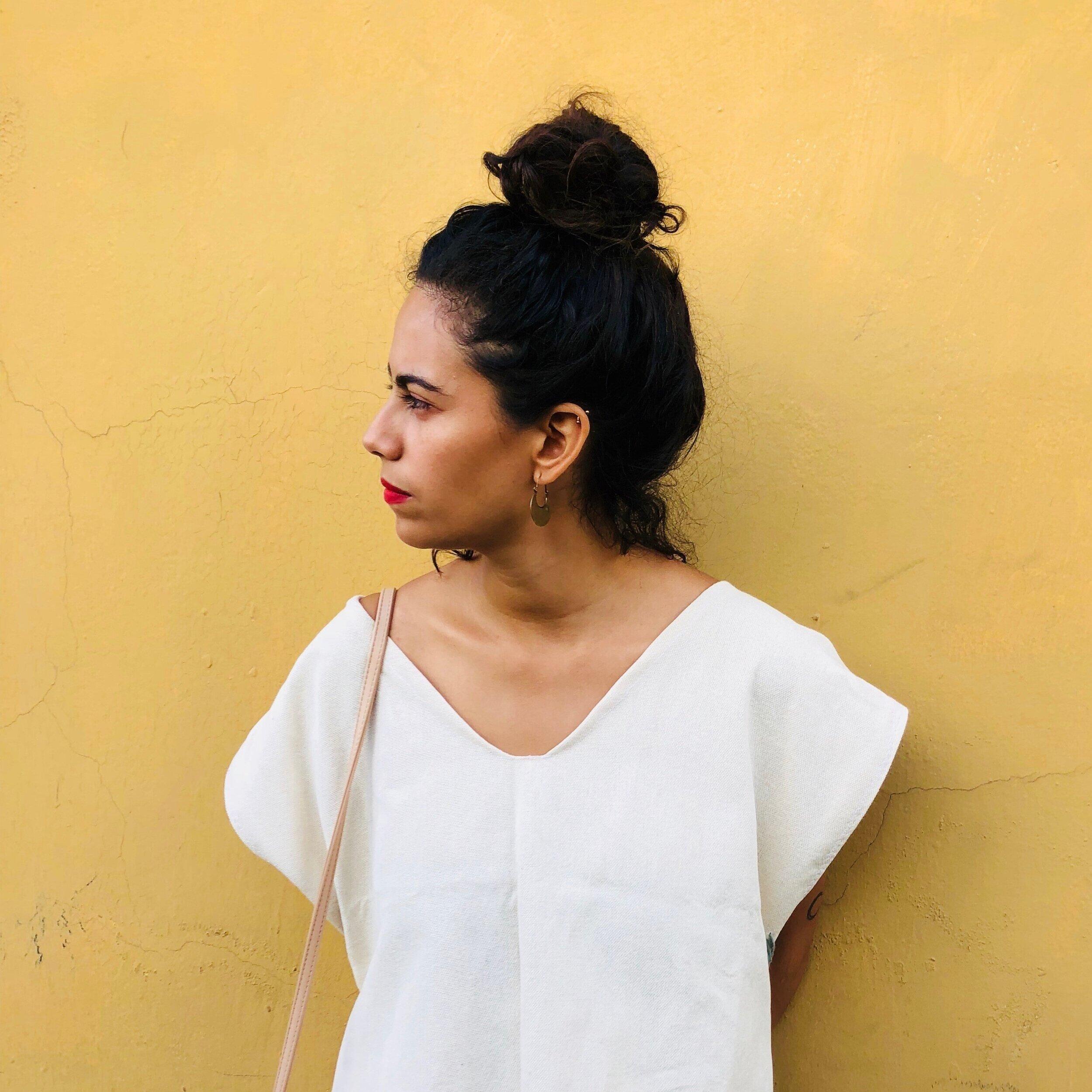 Erandi - Ha trabajado en torno a la autopublicación y la autogestión desde el 2012. Fue editora y co-directora de la Revista Nini y es miembro del colectivo Ediciones Estridentes, donde forma parte de la organización del Encuentro Editorial Contracorriente desde el 2015.Estudió Lengua y Literatura Hispánicas en la Universidad Veracruzana y un posgrado en Promoción de Lectura. Ha impartido talleres y realizado diversas actividades en torno a los libros y la lectura en diferentes puntos del país.