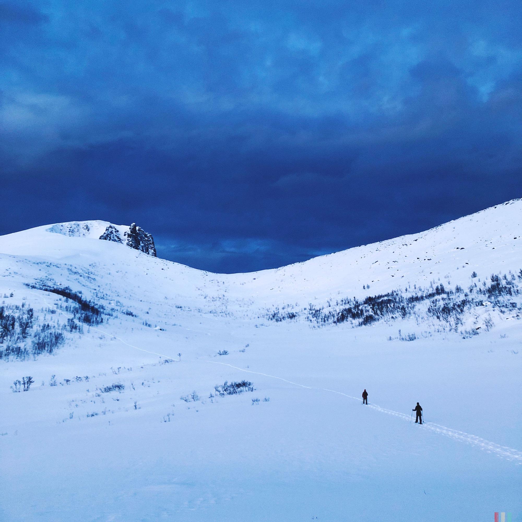 norwegen-senja-wandern-blick-ins-tal.jpg