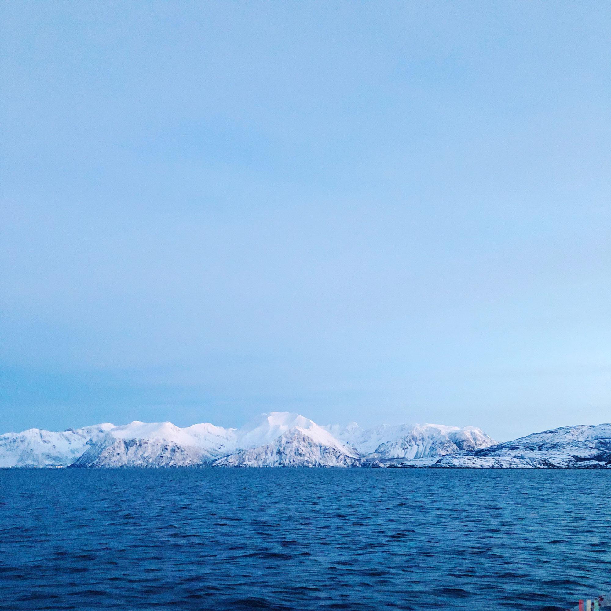 norwegen-tromso-segeltour-berge-in-skjervoy-01.jpg