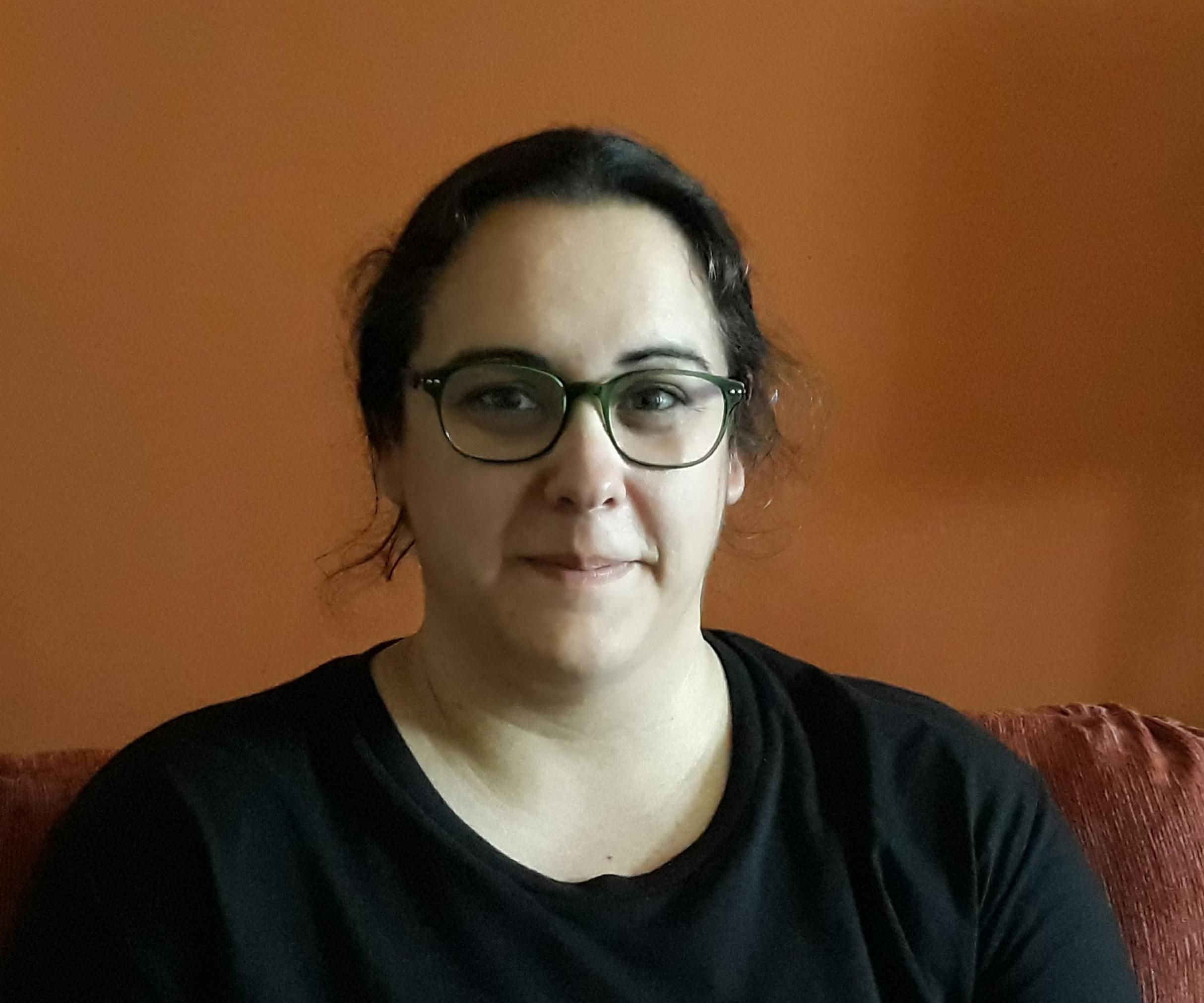 Noemí Santillana - ProfessoraNoemí Santillana López és llicenciada en Química, quiromasatgista, reflexòloga i terapeuta de shiatsu, i professora de ioga en el Centre Siddharta.Motivada pel desig de poder ajudar a la gent en el seu camí de desenvolupament i acompanyar les persones en la seva recuperació de la malaltia, s'ha volgut dedicar professionalment a l'àmbit de la salut i del creixement personal. El seu treball de recerca professional l'ha portat a combinar el coneixement de la medicina xinesa i els meridians amb el ioga, elaborant així cursos i tallers en els que les persones poden aprendre eines de salut totalment noves per la cura i prevenció de moltes afeccions.També és professora en la formació de ioga on aporta un gran coneixement des de la biologia humana que, sumat al profund coneixement que té de la medicina xinesa, fa molt fàcil allò que pot ser més complexe per a un professor de ioga: entendre el cos i com funciona, i com podem ajudar els alumnes a fer seva la pràctica de les assanes des d'un coneixement profund del cos.