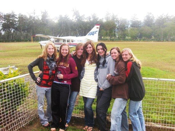 Elin, Kacie, Susan, Bethany, Julia, Kelsey and me at the airport saying goodbye to Bethany. Photo: Bethany Donaldson