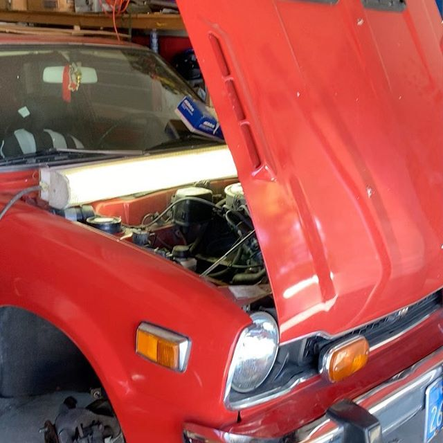 """Helping my vietnam vet uncle figure out a problem on his girlfriends 1977 Honda """"hydromatic"""" CVCC... uncle could not remove the starter so he called me over to help out (he cant see well) I took starter out in less than seven minutes the retainer bolt is double sided with a retainer nut on the trans housing... I recommend did to my uncle drive this thing to the wrecking yard and leave it #honda #classic #cvcc #1977 #pos"""