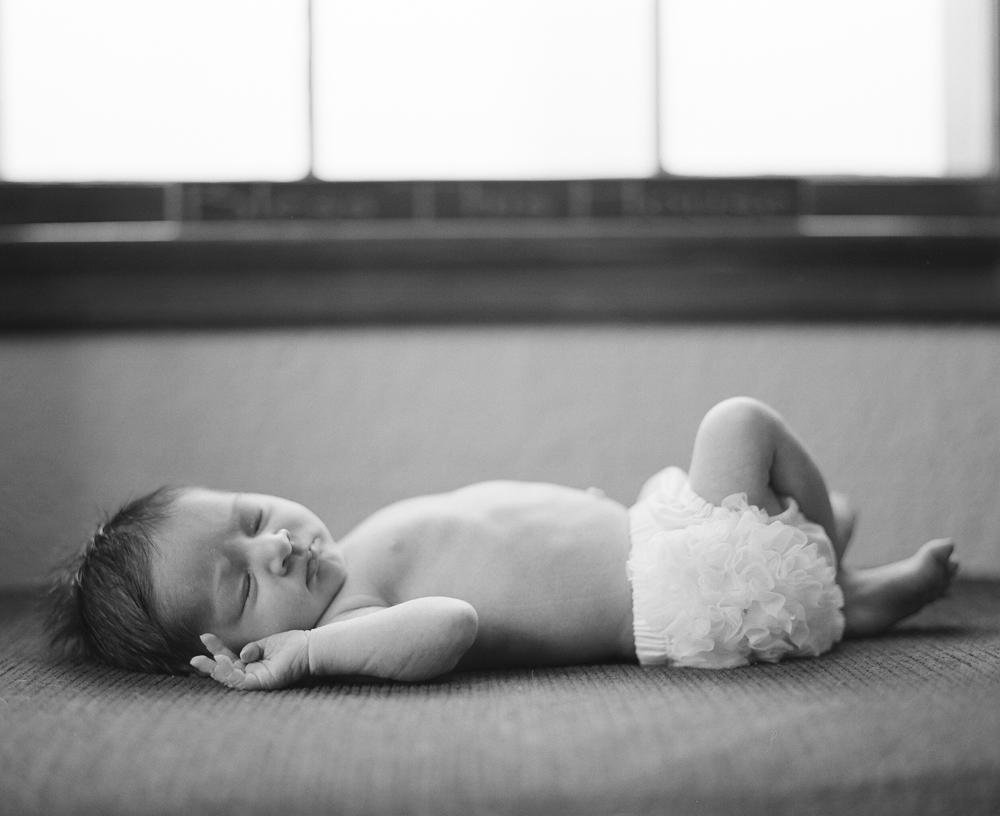 lifestyle-newborn-session-photography-016.jpg