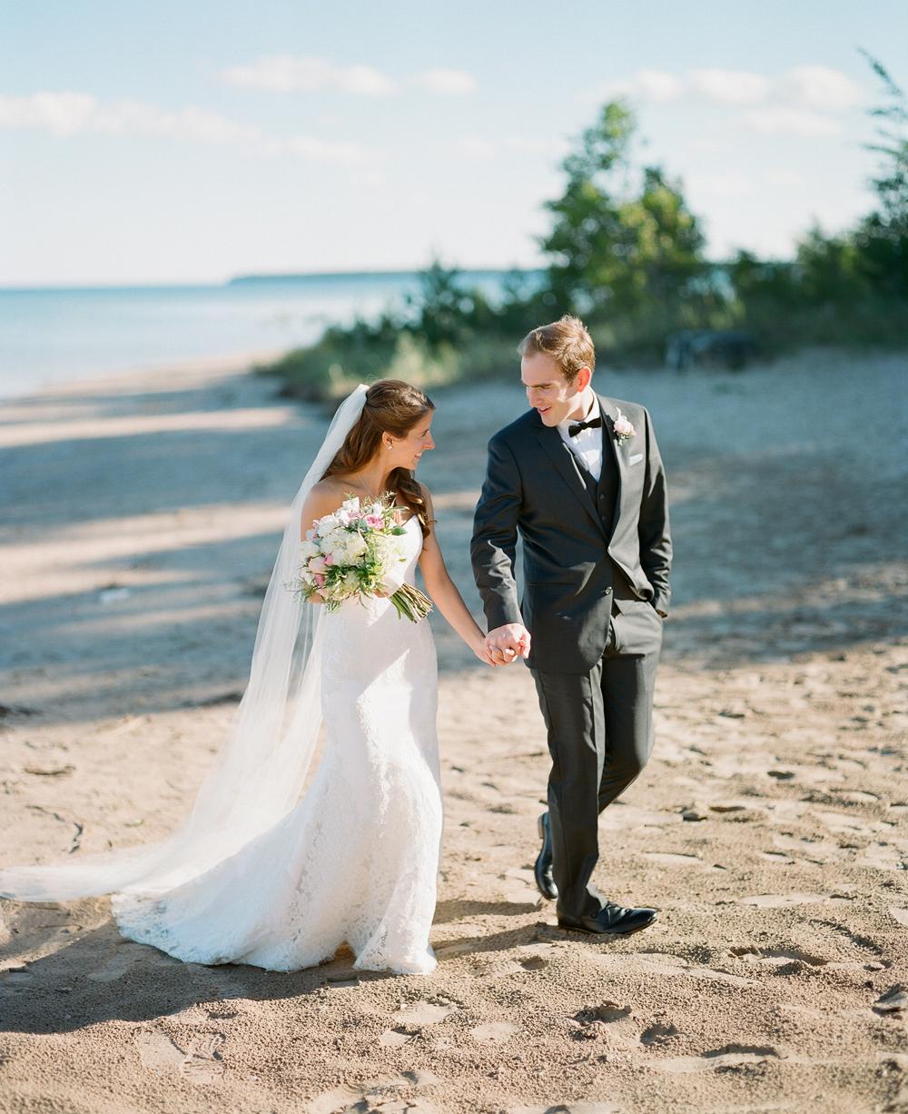 Wisconsin_Wedding_Photographers_055.jpg
