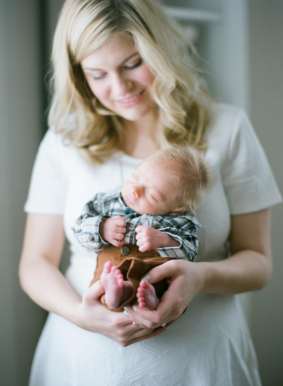 newborn-photography-wausau-wi-016.jpg