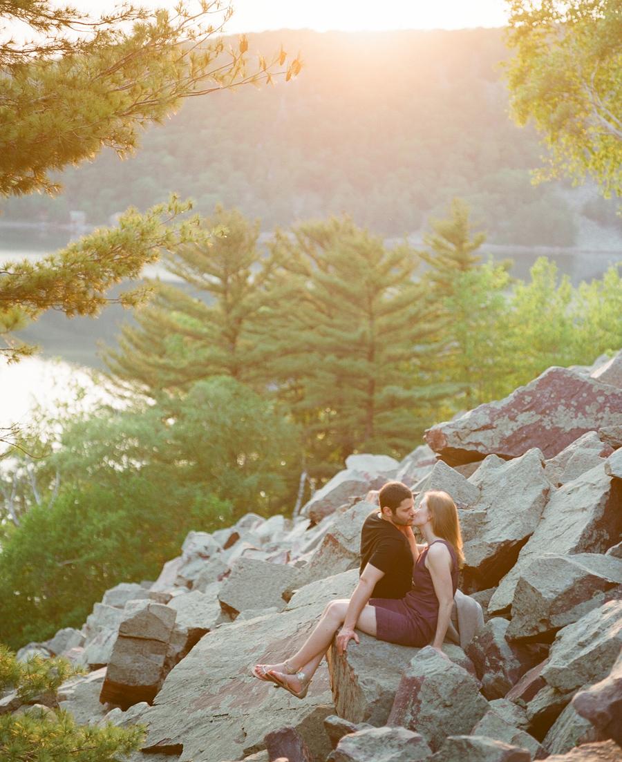Devils_Lake_Engagement_Photos_018.jpg