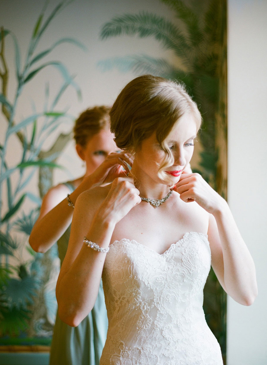 bride getting ready at Villa Terrace Milwaukee wedding