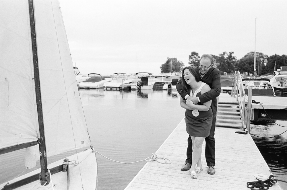 sailboat-engagement-photos-door-county-wi