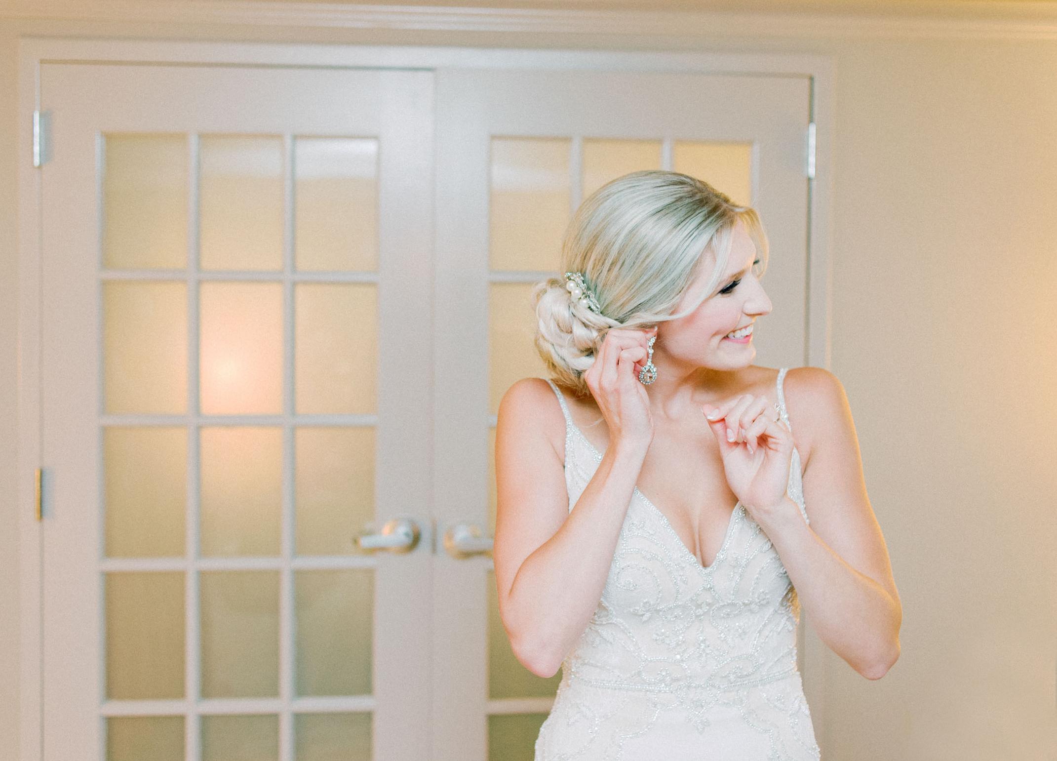 Minneapolis Radison Blue Hotel Wedding Getting Ready