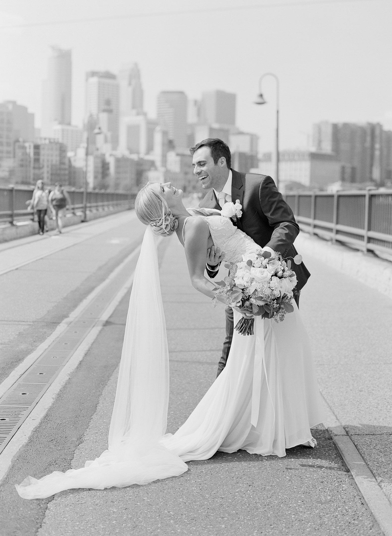 stone arch bridge minneapolis wedding portraits