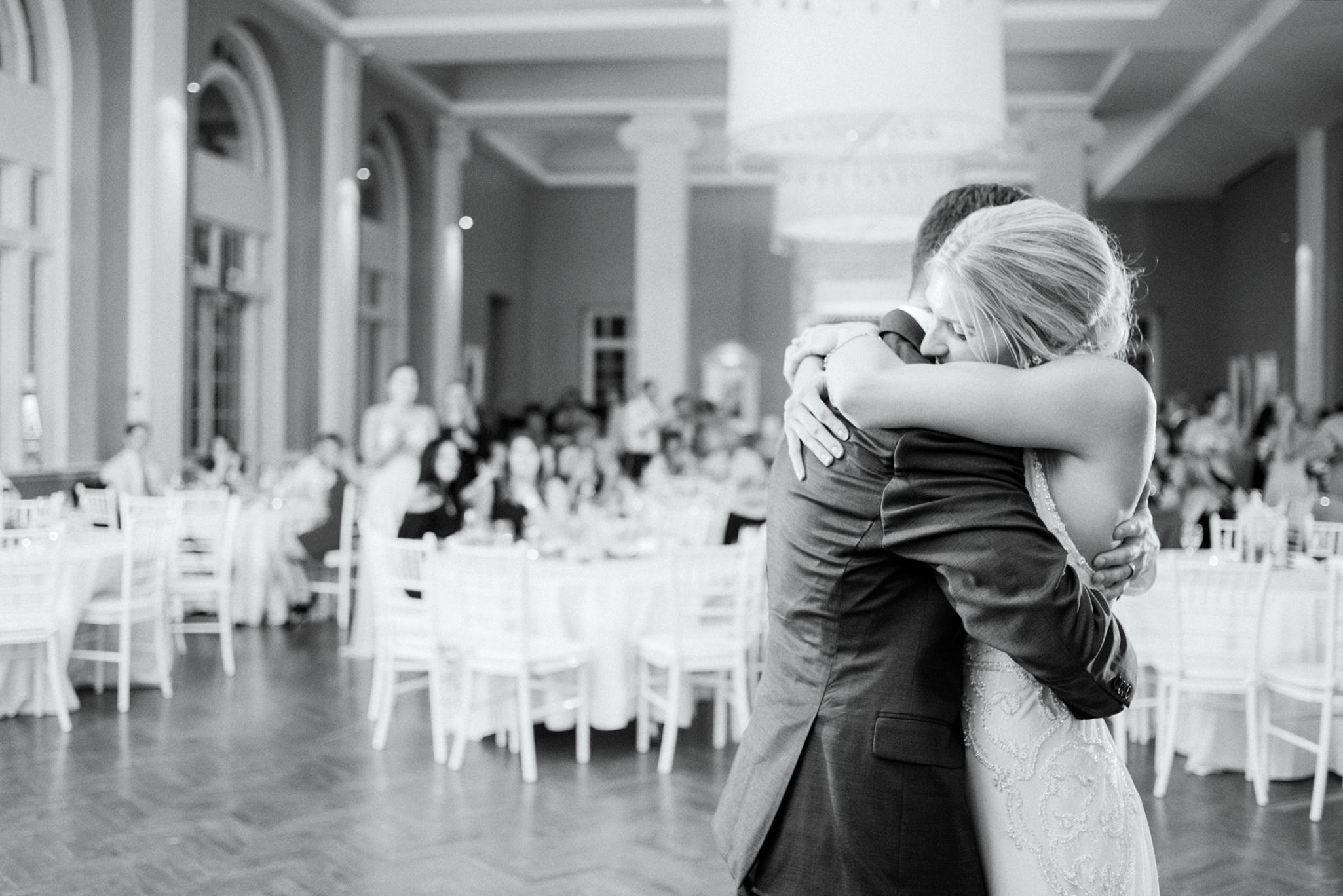 052-calhoun-beach-club-minneapolis-wedding.JPG