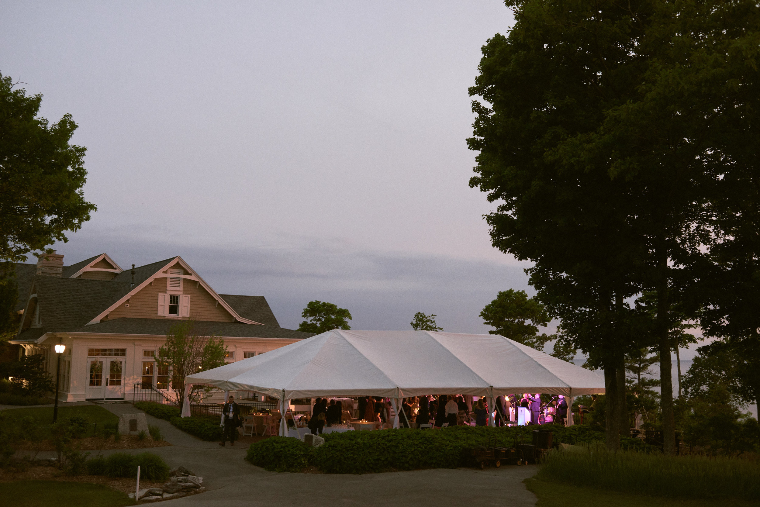 outdoor wedding reception at horseshoe bay golf club in door county
