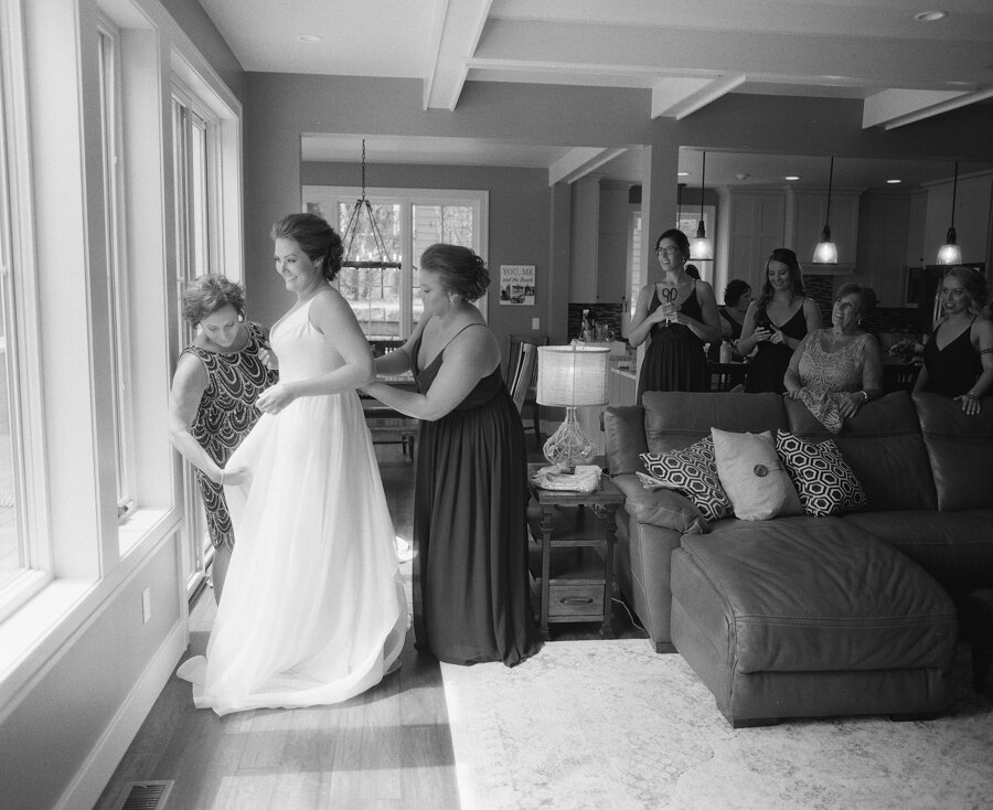 bride getting ready door county lakehouse