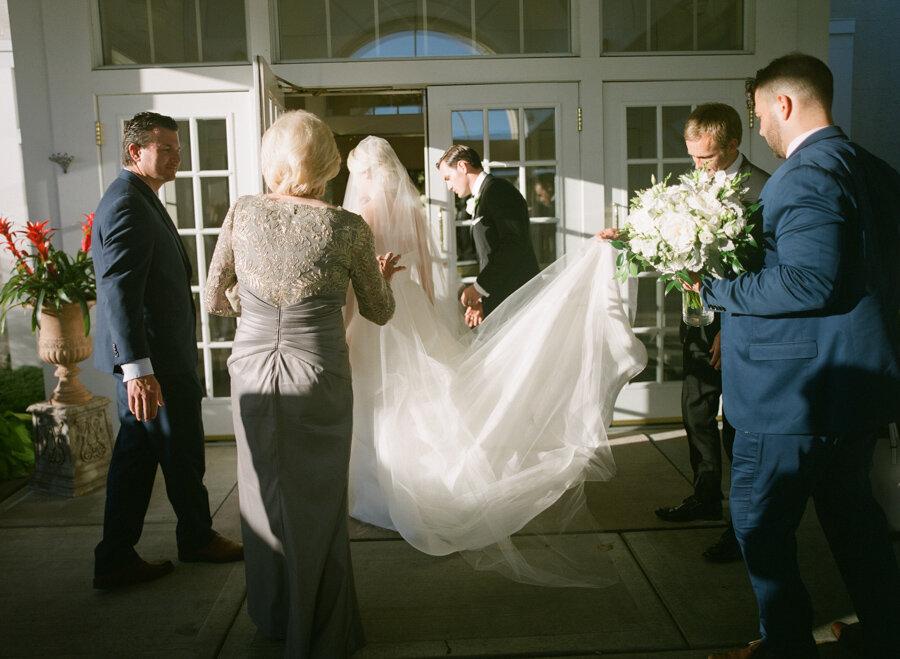 oneida-country-club-gallagher-wedding-023.jpg