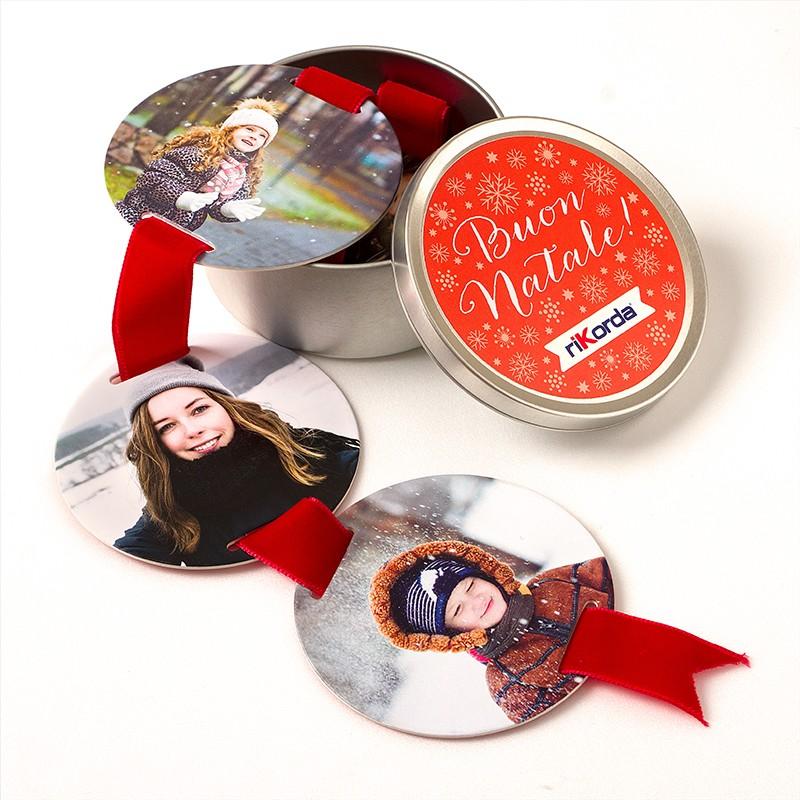 Nastro Rikordi - Il Nastro dei Ricordi è un foto regalo originale da personalizzare con le vostre foto più belle. Una decorazione natalizia personalizzata con le foto più belle della tua famiglia!Questo prodotto permette di inserire 4 foto€ 11,90