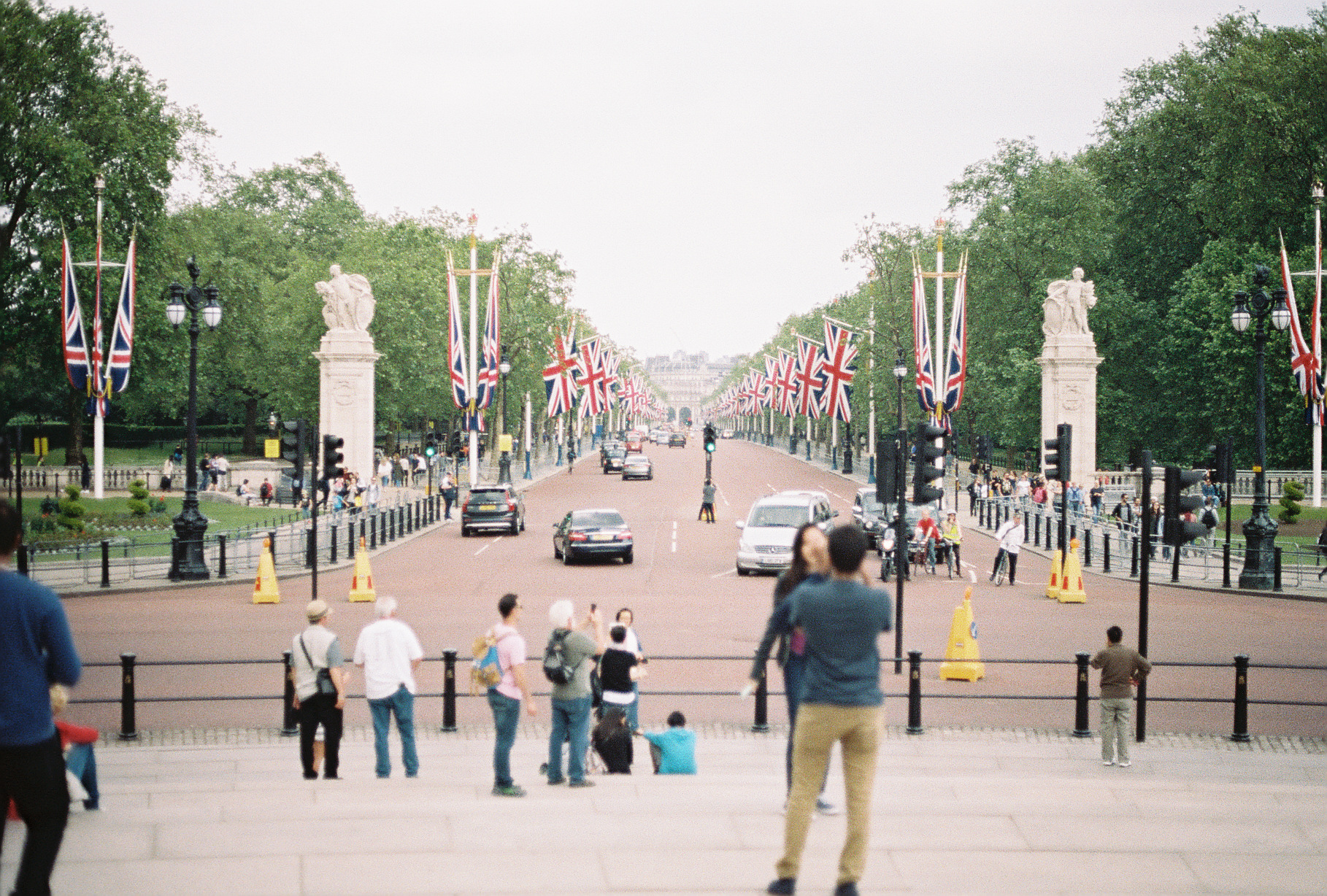 near-buckingham-palace-london-uk-european-honeymoon