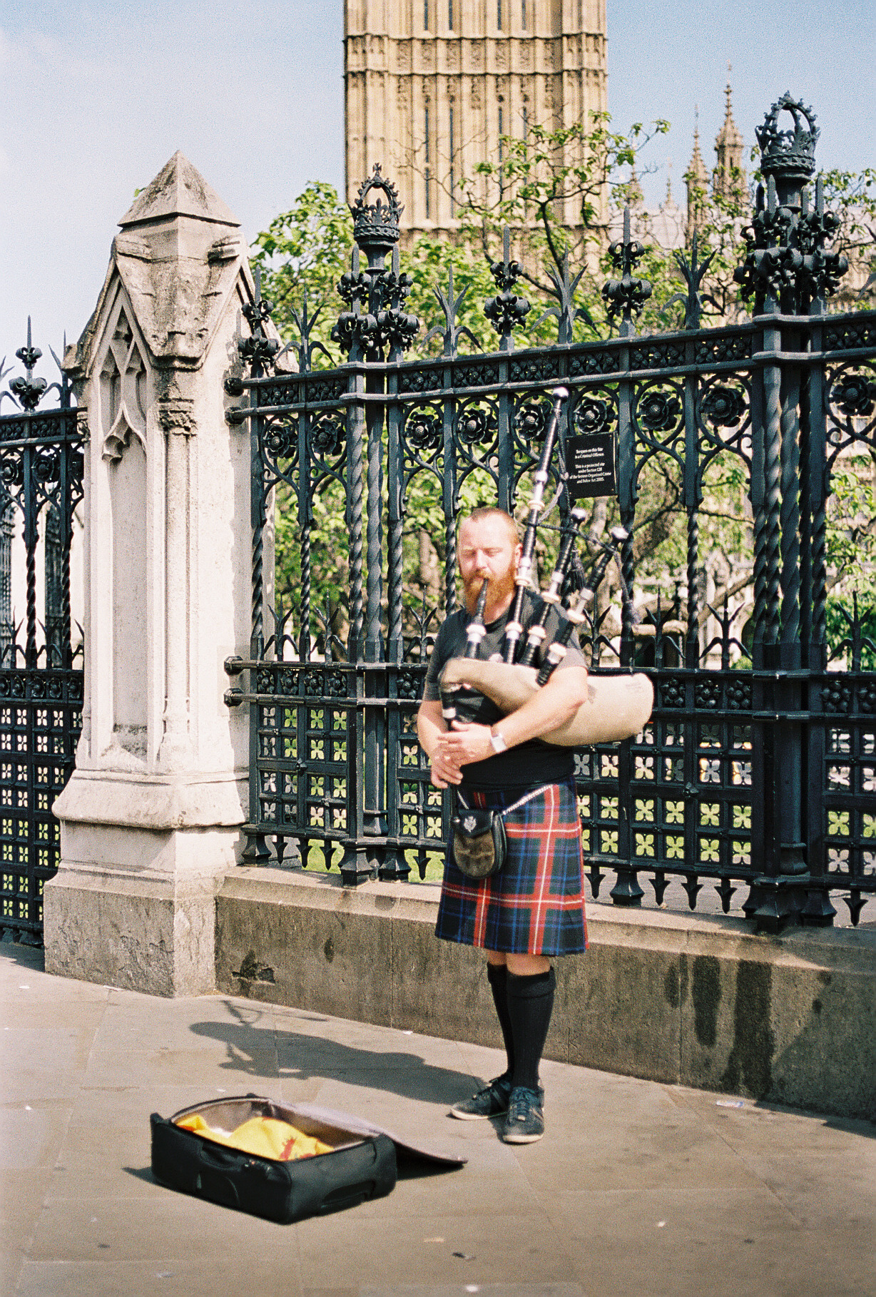 bagpipes-player-london-uk-big-ben-westminster-abbey-european-honeymoon