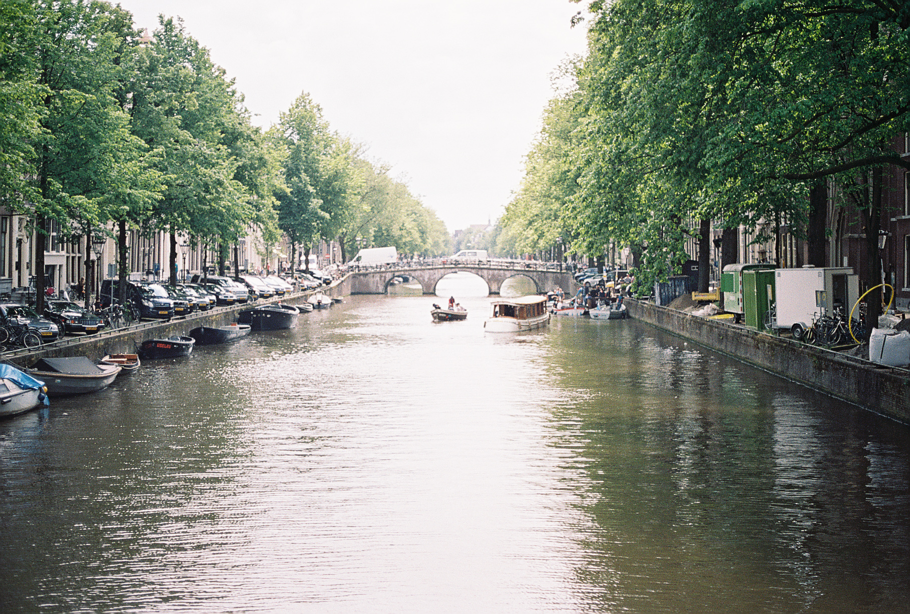 amsterdam-canal-netherlands-european-honeymoon-35mm-film-portra-400