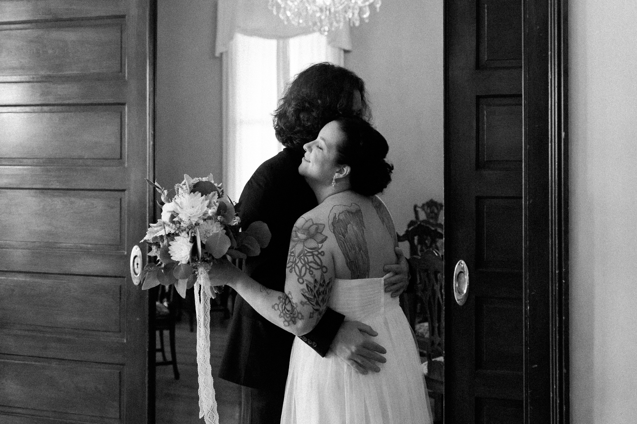 bride-and-groom-first-look-at-redding-house-biloxi-ms