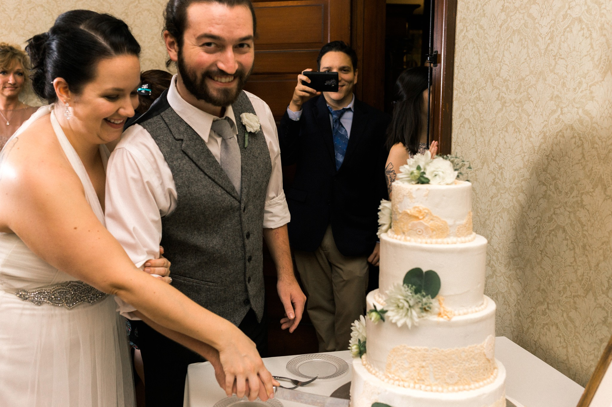 the-redding-house-cake-cut-maryland-dc-wedding-photographer