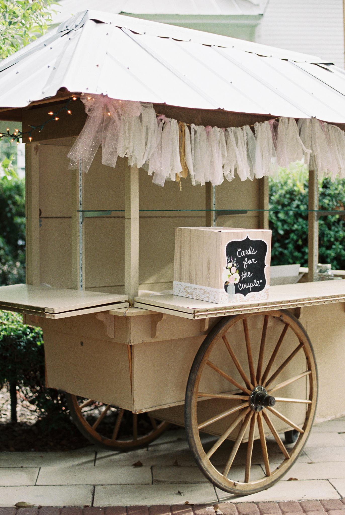 vintage-wedding-display-cart