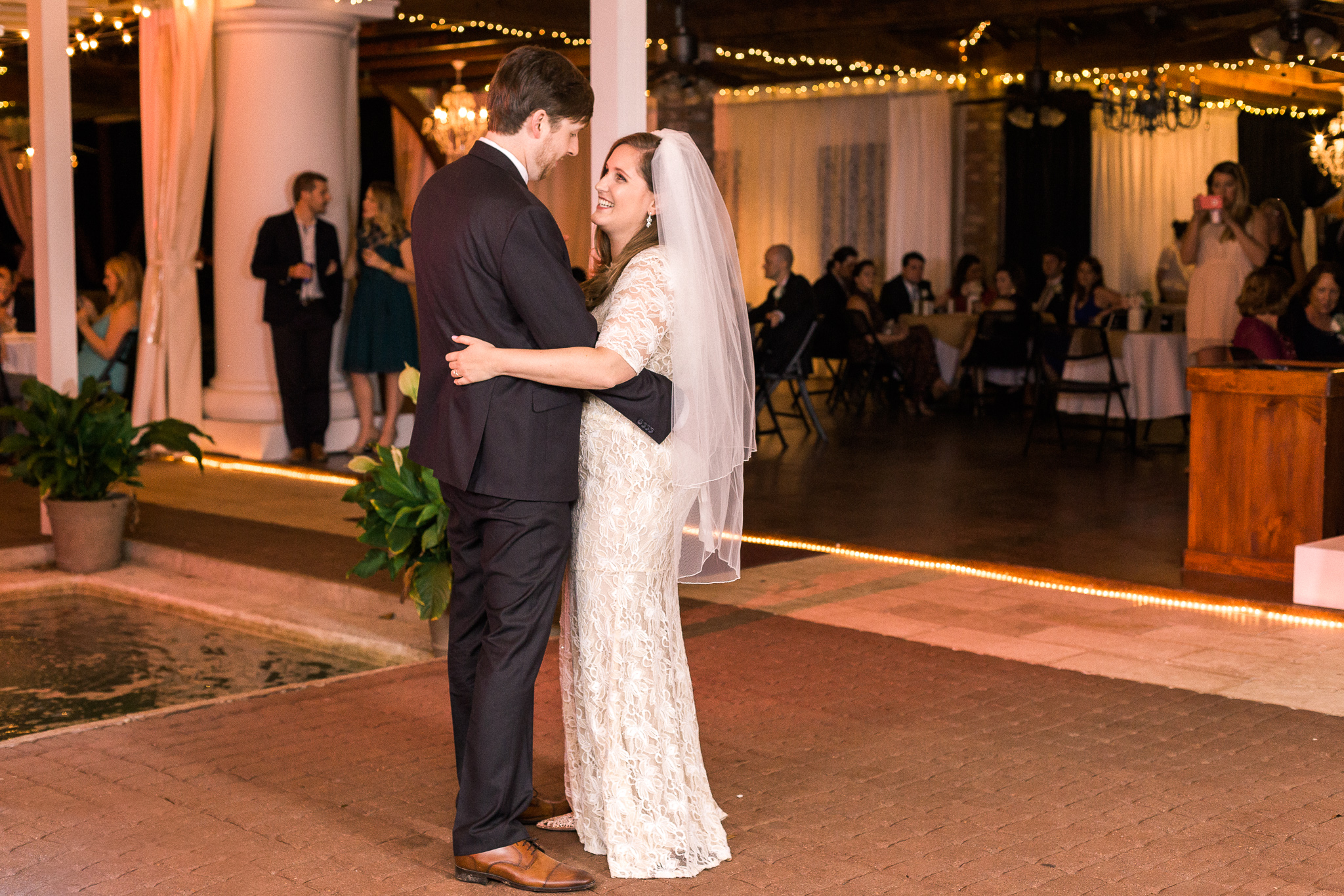 newlywed-first-dance-henry-smith-house
