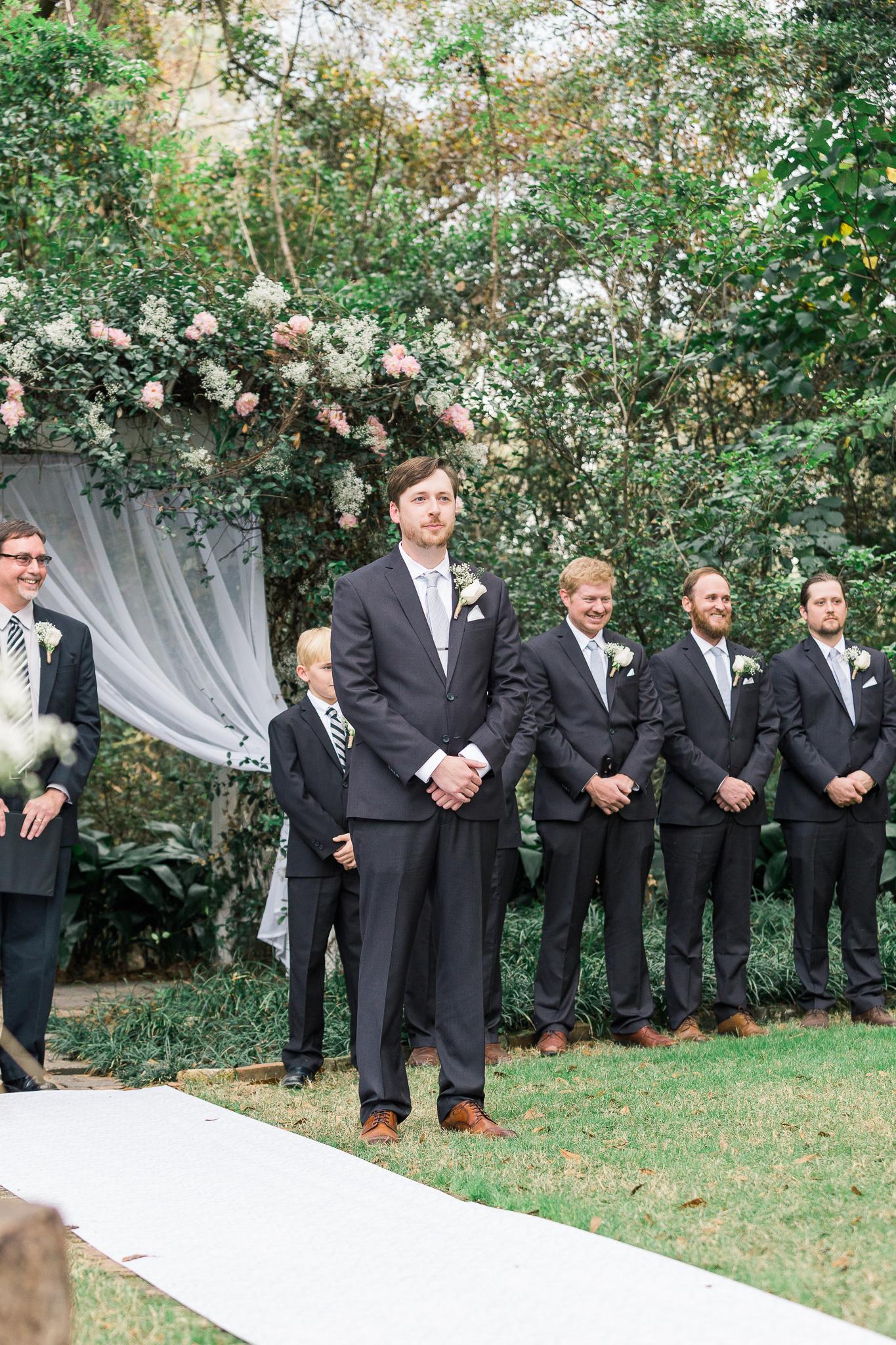 outdoor-wedding-ceremony-henry-smith-house