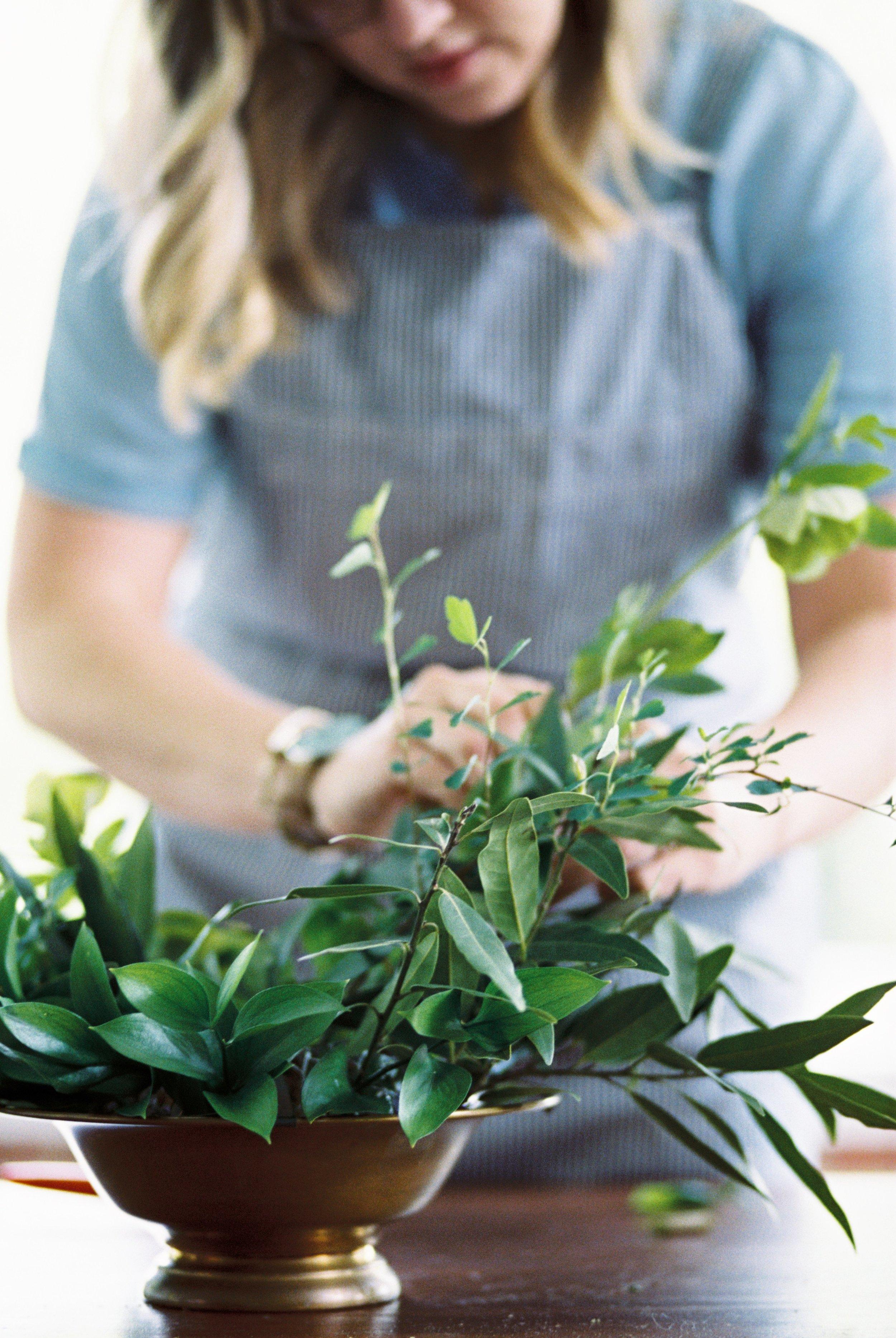 building-a-wedding-bouquet-maryland-wedding-florist