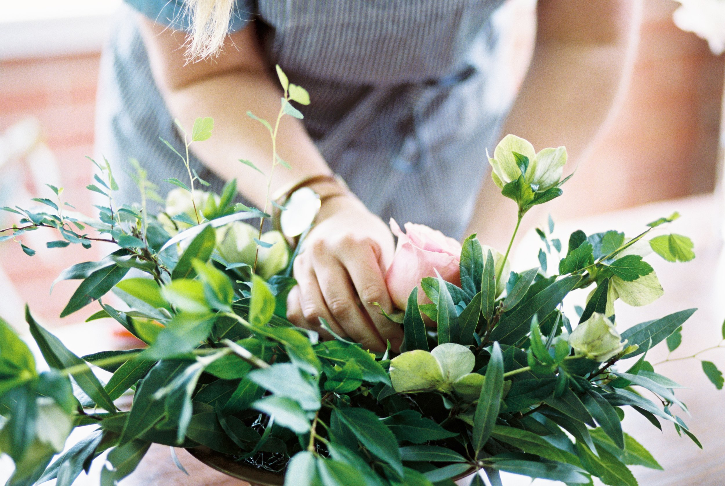 creating-a-wedding-bouquet-amy-lauren-floral-design