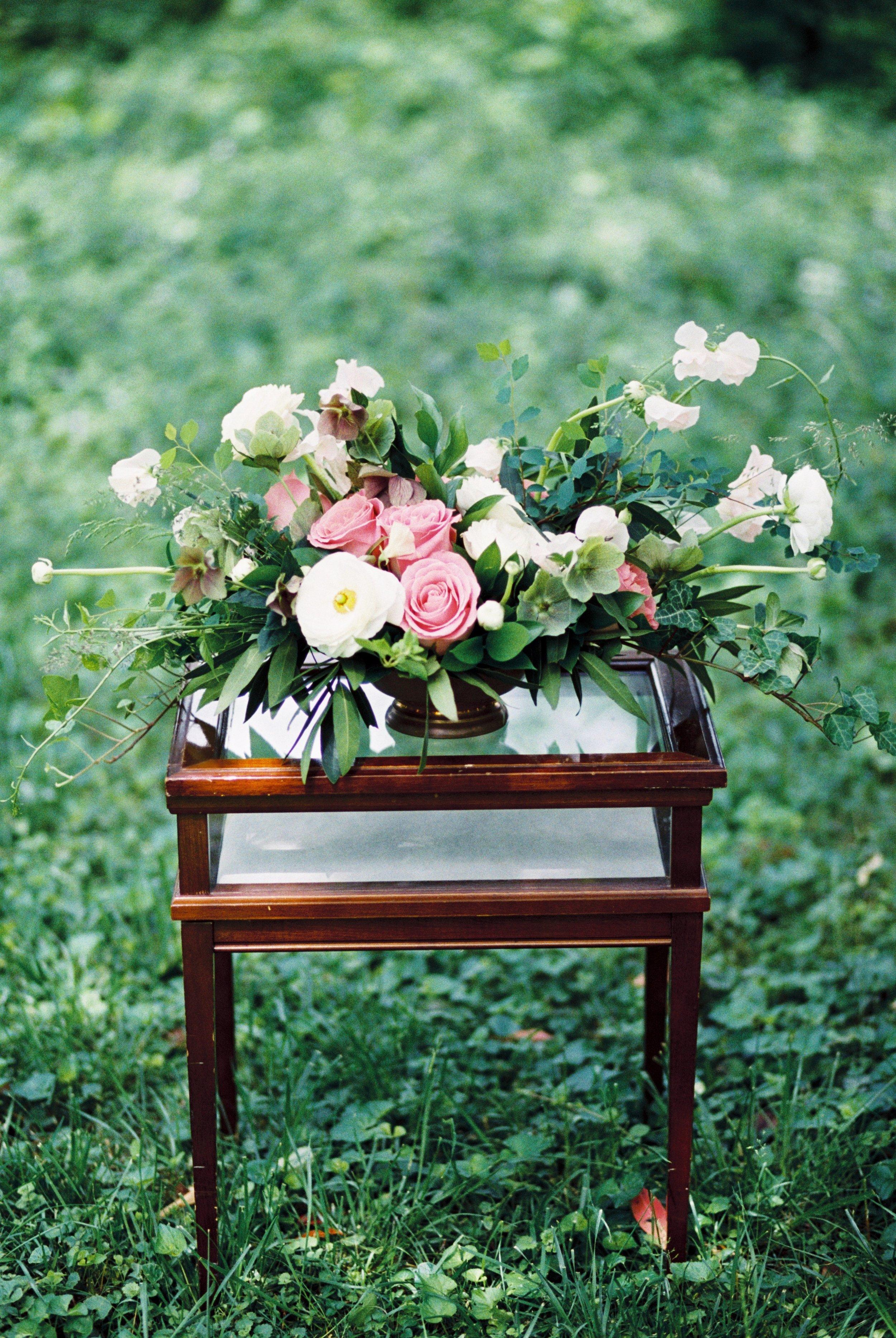 white-and-pink-roses-wedding-centerpiece-destination-florist
