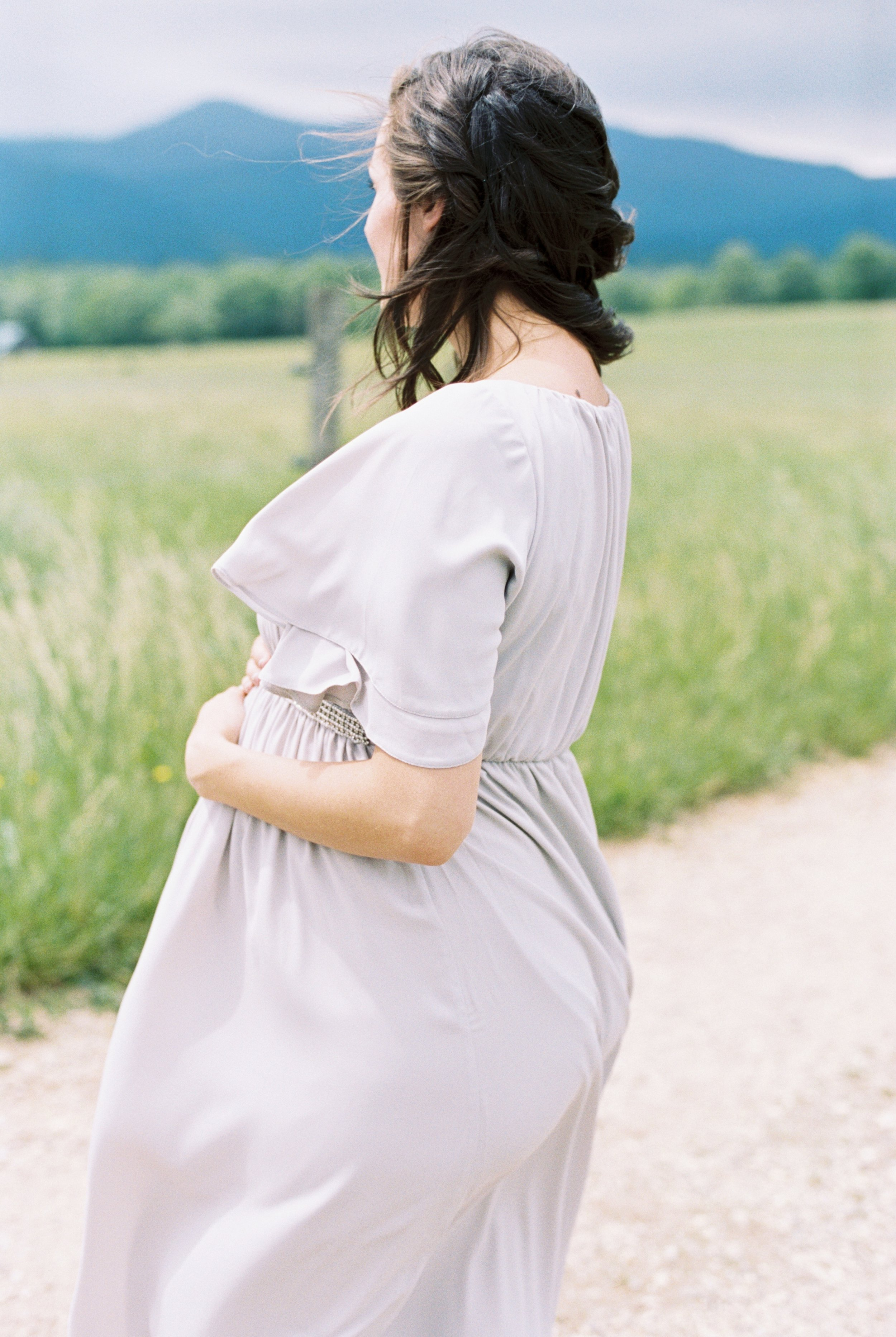 Soft Virginia maternity session in the Blue Ridge mountains