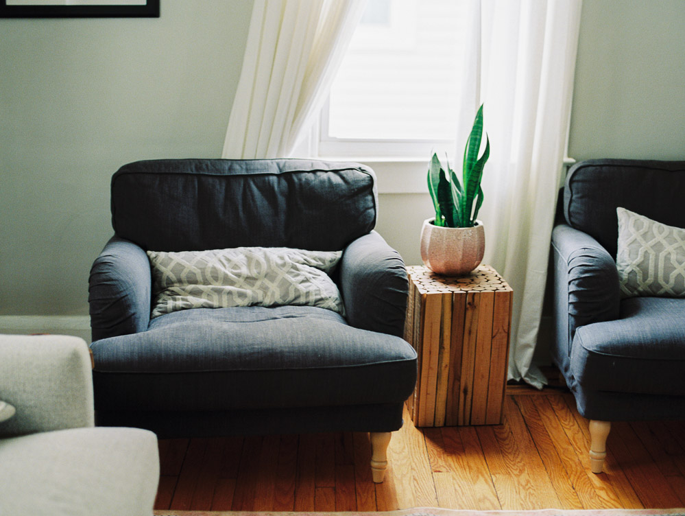 navy-blue-living-room-cloth-chairs