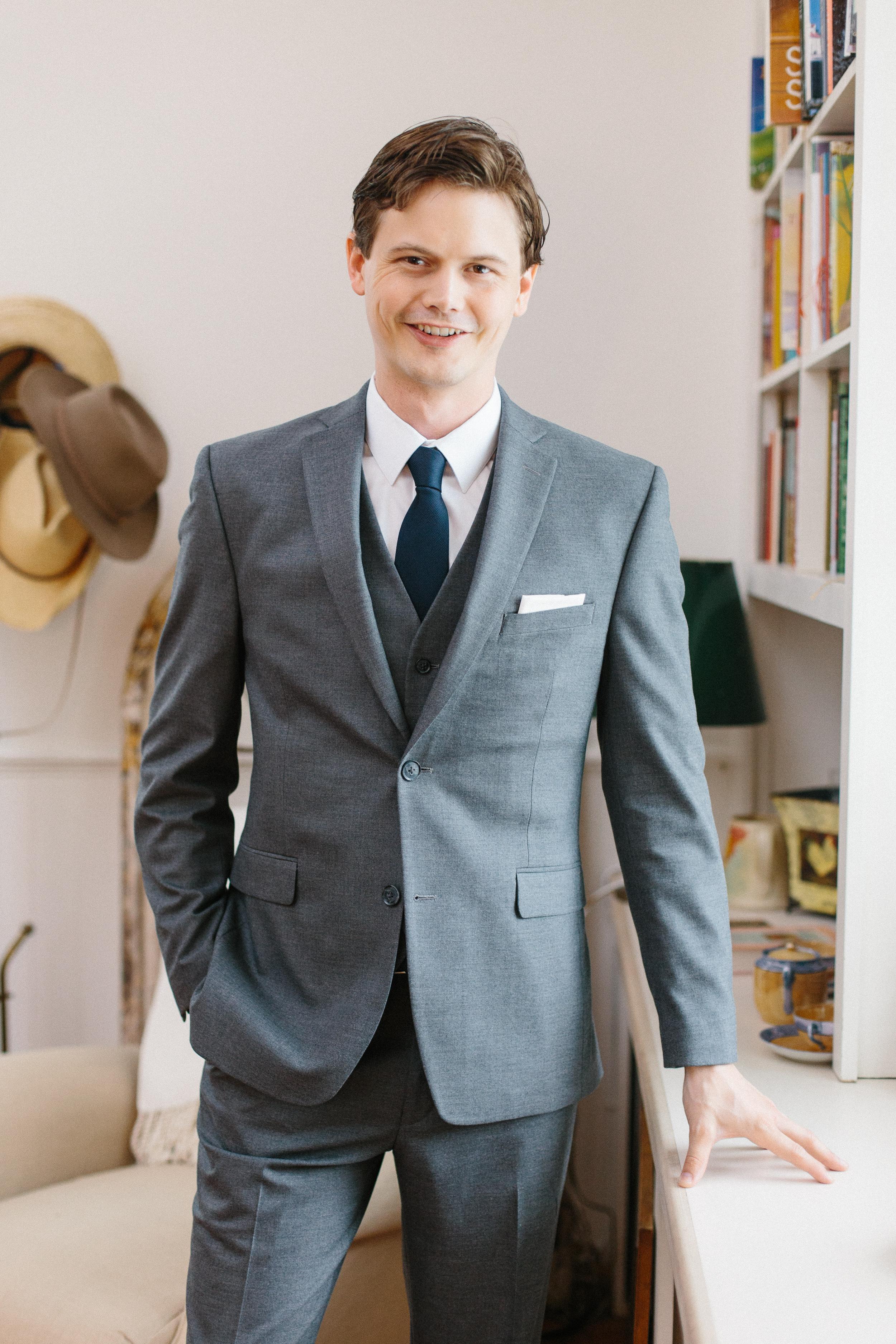 groom-formal-portrait-on-wedding-day