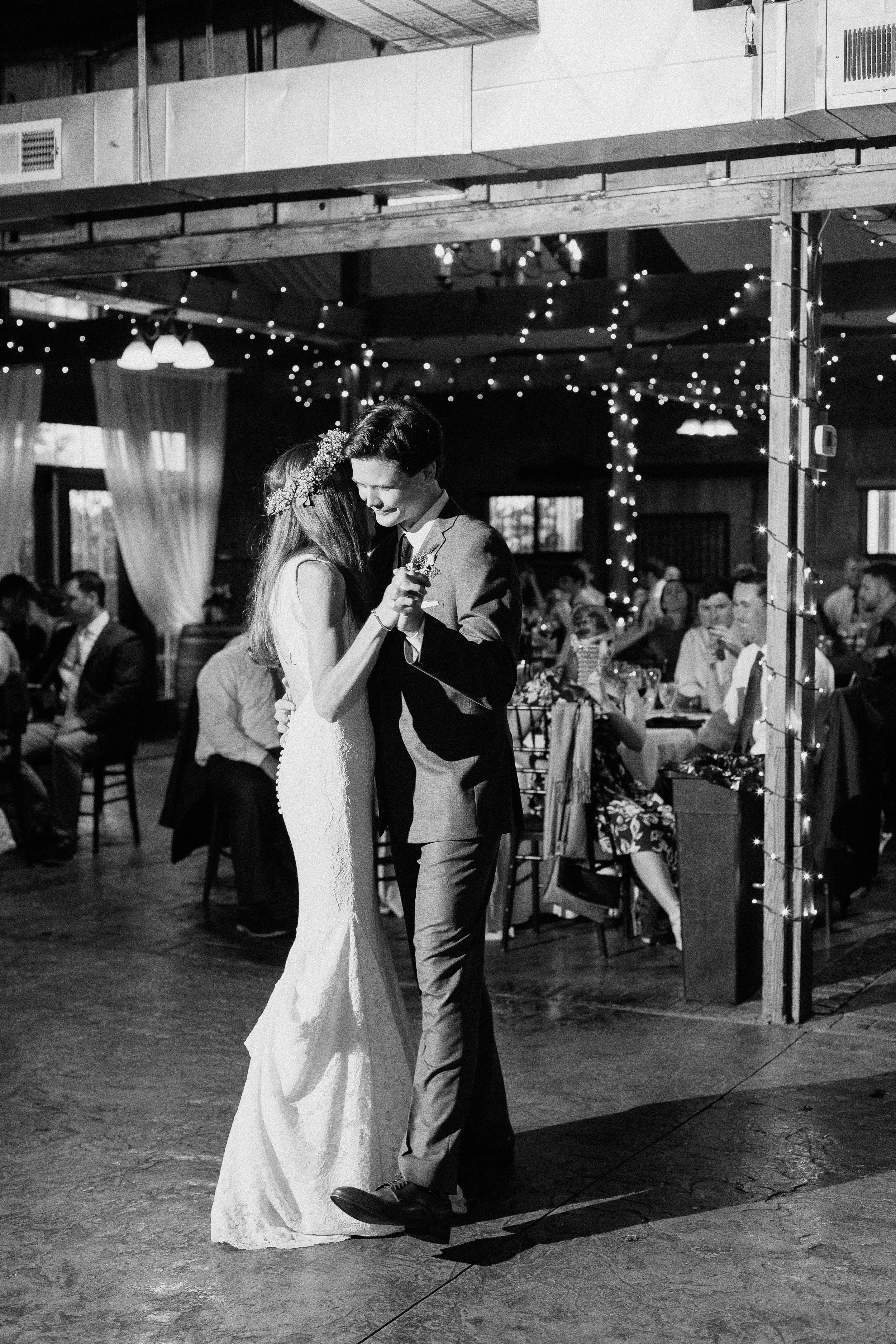 wedding-day-first-dance-bluemont-vineyard