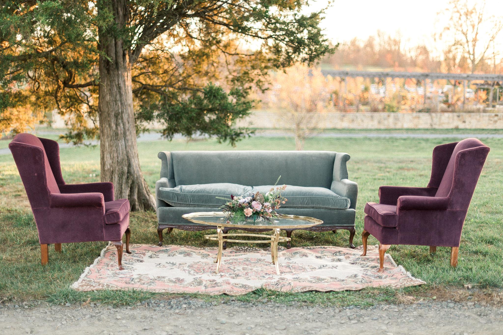 something-vintage-lounge-seating-wedding