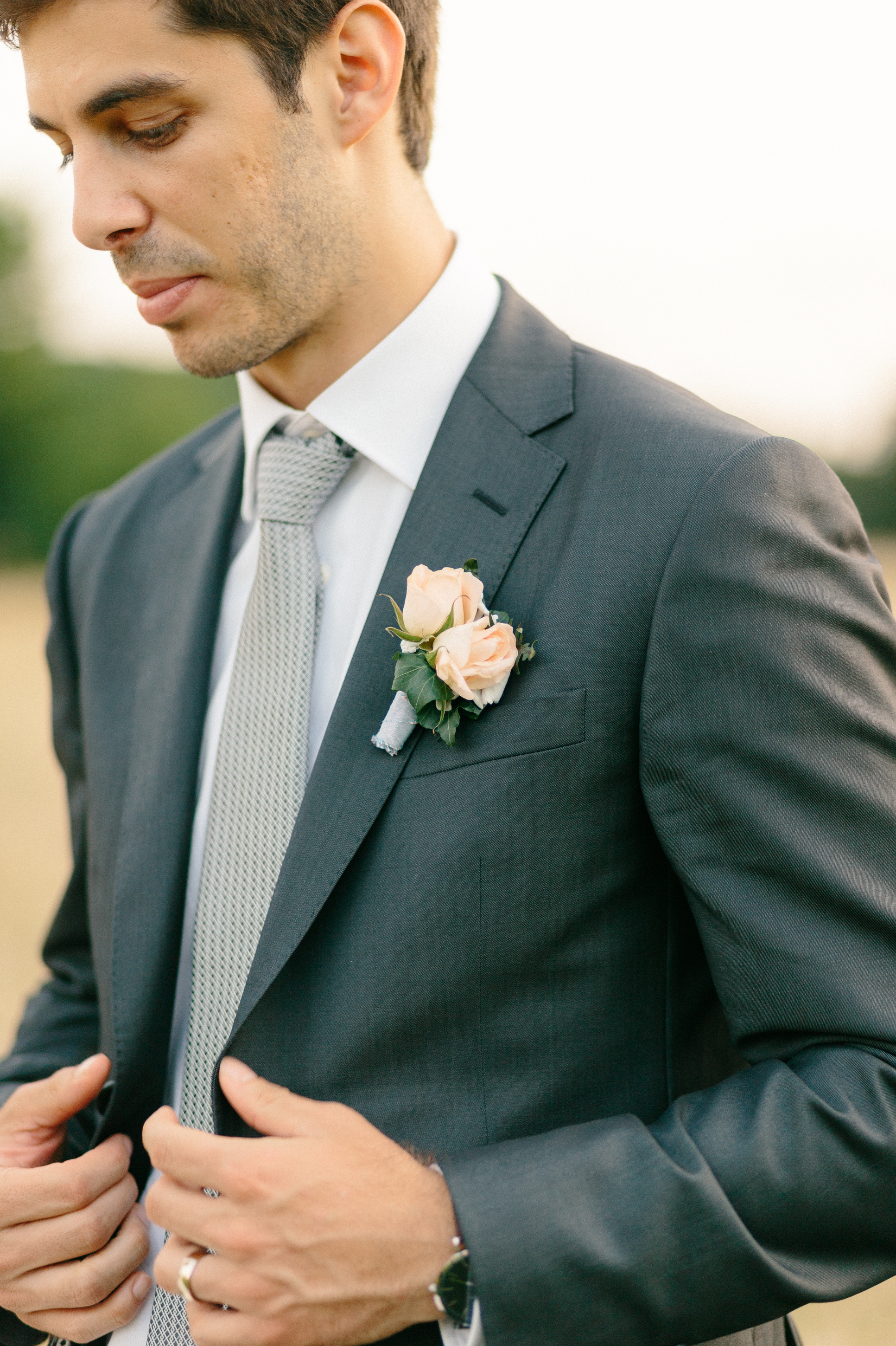 coral-boutonniere-ideas-wedding-day-groom