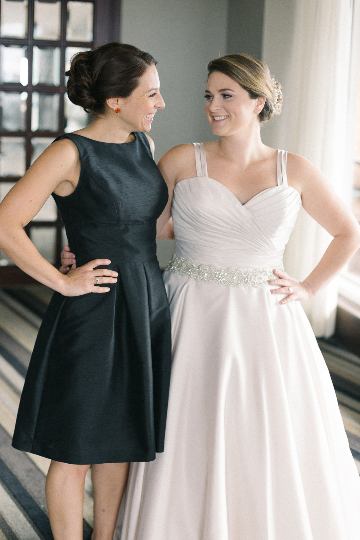 towers-crescent-tysons-corner-wedding-bride-and-sister