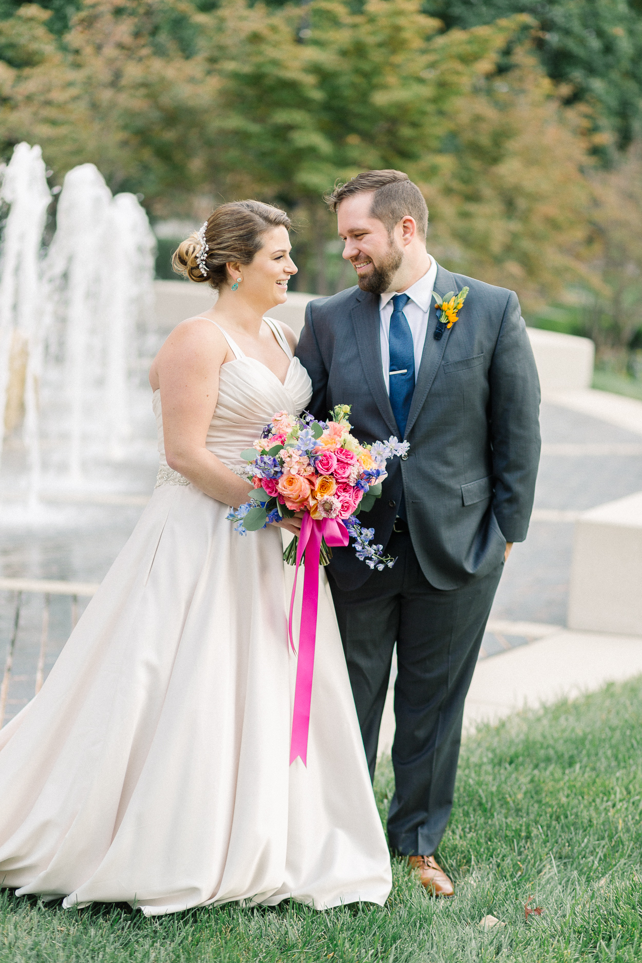 tower-club-wedding-couple-at-fountain