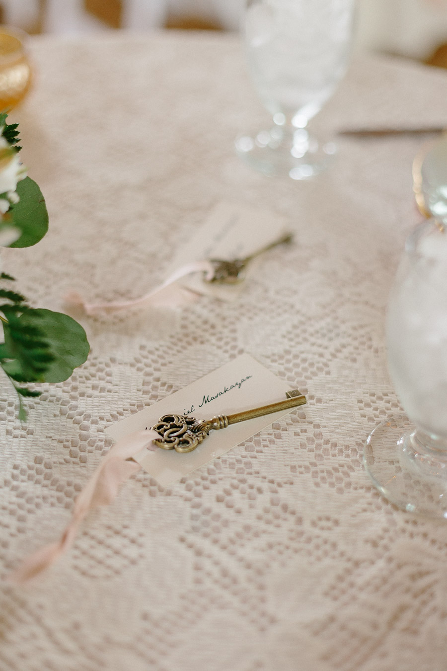 lock-and-brass-key-placecards-wedding