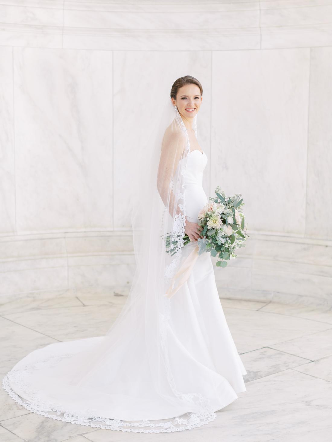 jefferson-memorial-bridal-portrait