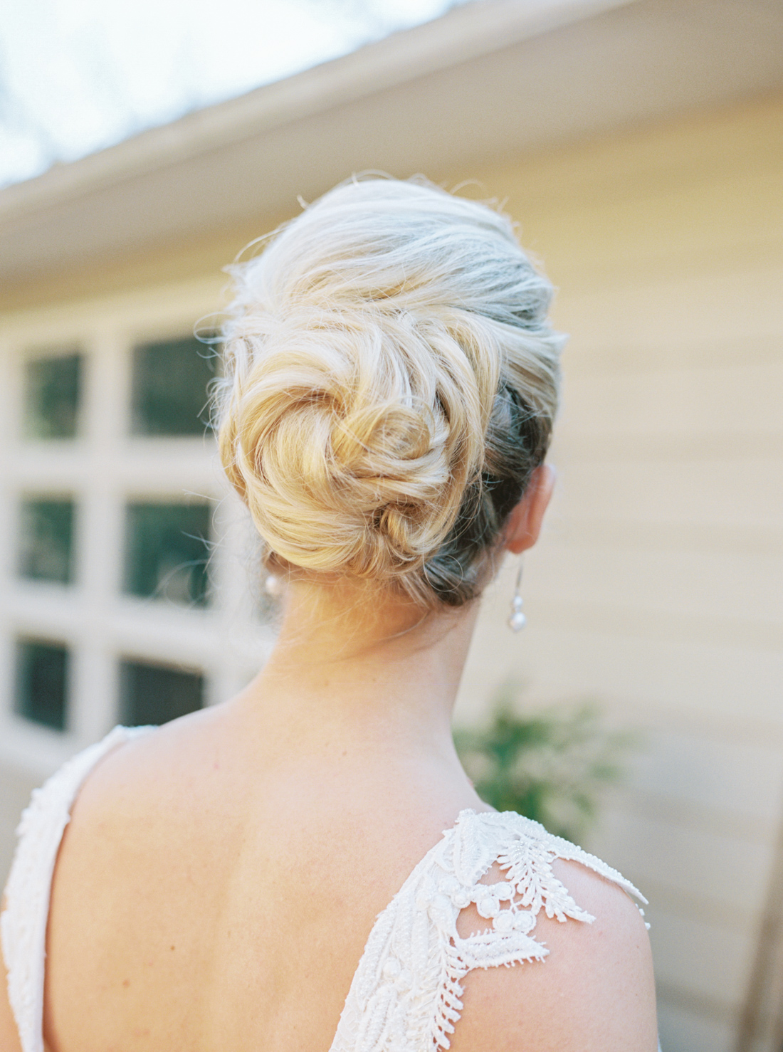 bridal-updos-for-blonde-hair-michelle-whitley-photography