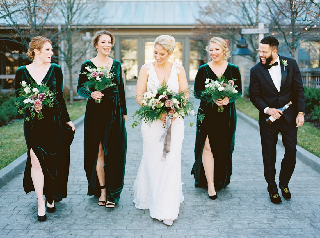 crimson-and-clover-bridesmaids-bouquets