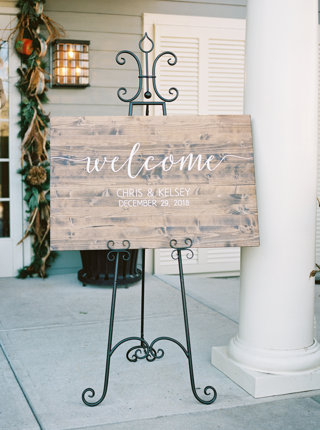 calligraphy-wooden-wedding-welcome-sign