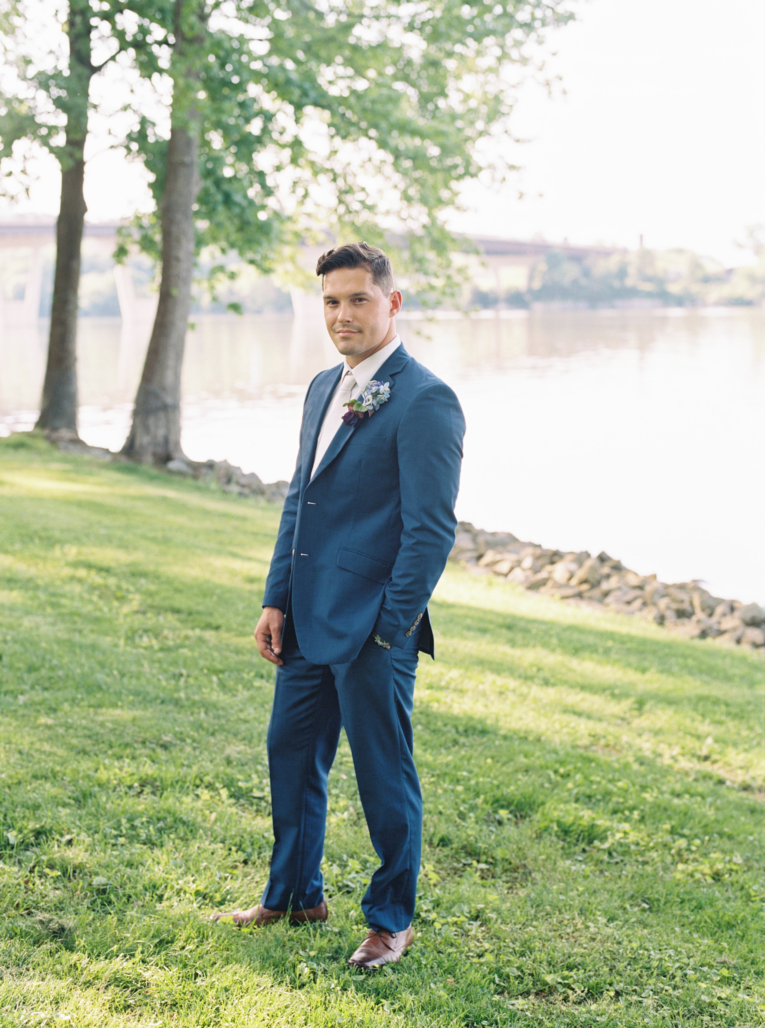 classic-navy-blue-grooms-suit