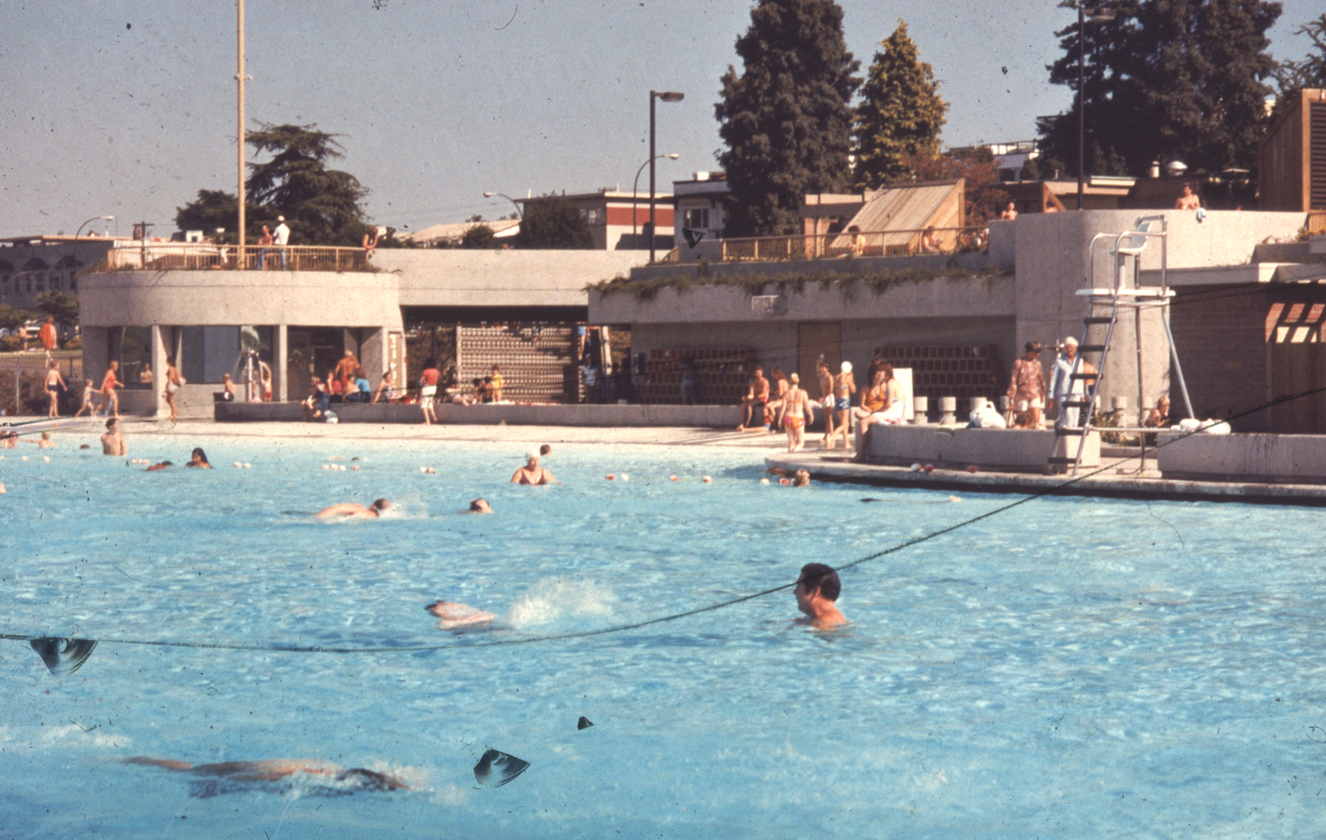 Kits Pool during its first season after the renovations in 1978.   Photo courtesy of Bingham + Hill Architects.