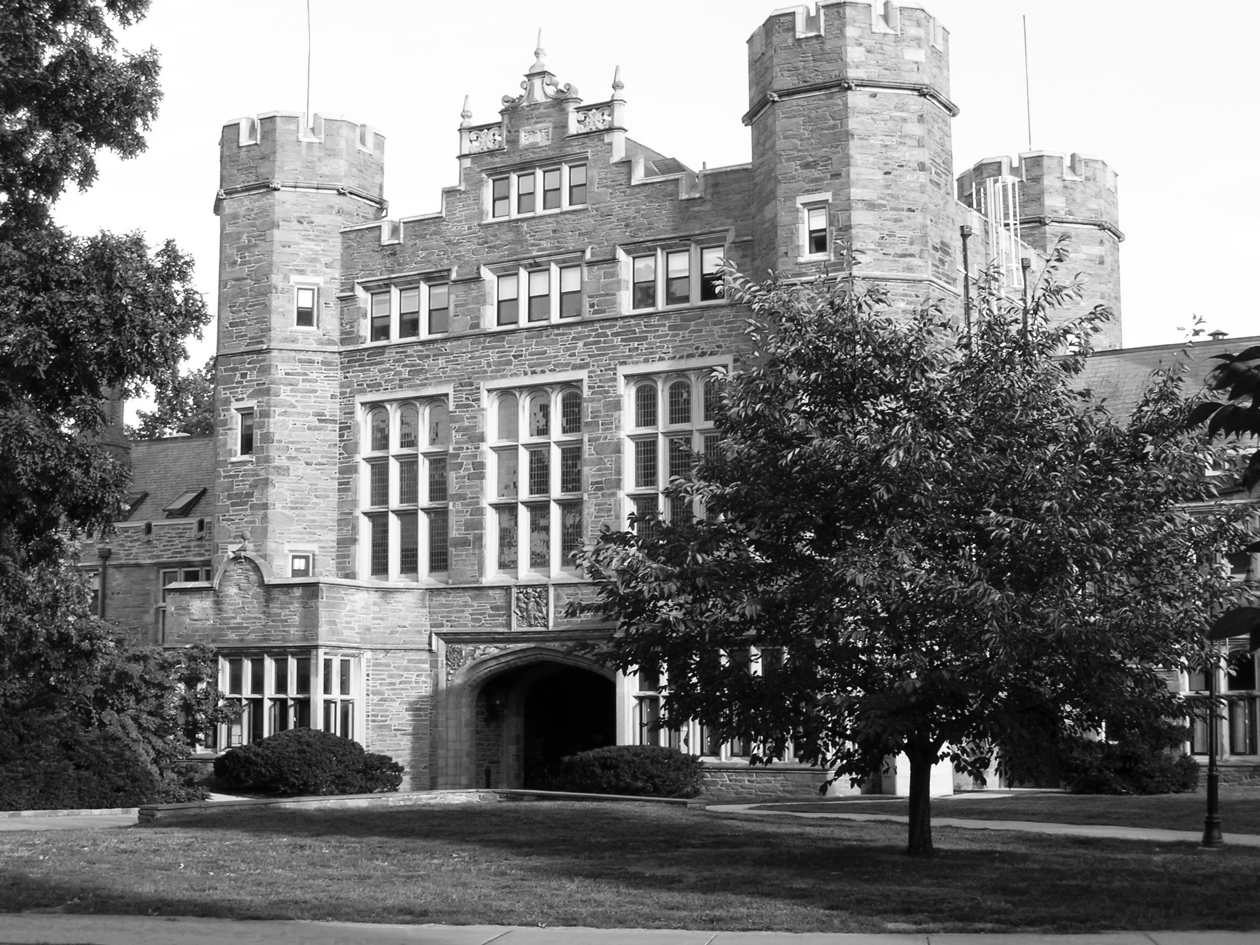 PEMBROKE ARCH AT BRYN MAWR COLLEGE (PHOTO BY JOANNA PINTO-COELHO)